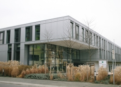 fraunhofer-institut-dresden-alucobond-genietet-900m2-002